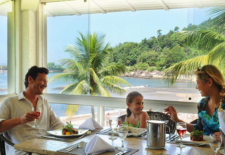 Almoço em família com vista para o mar