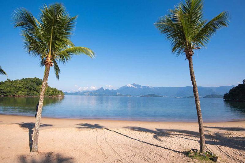 Praia em meio a natureza para desfrutar de todo lazer ofertado em Angra dos Reis
