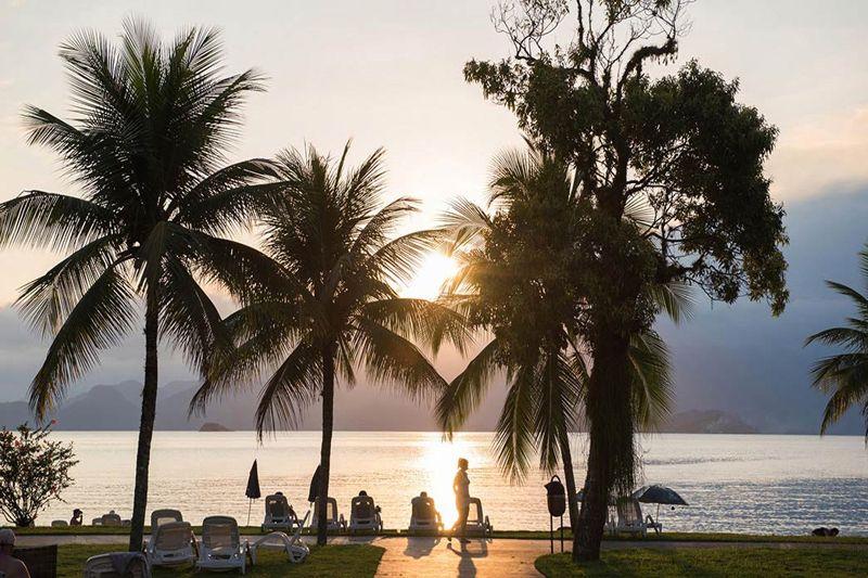 Vista do belo por do sol em frente a praia do resort