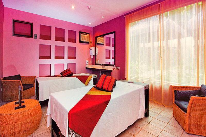 camas de massagens do Spa Satsanga com técnicas especiais de relaxamento e estética