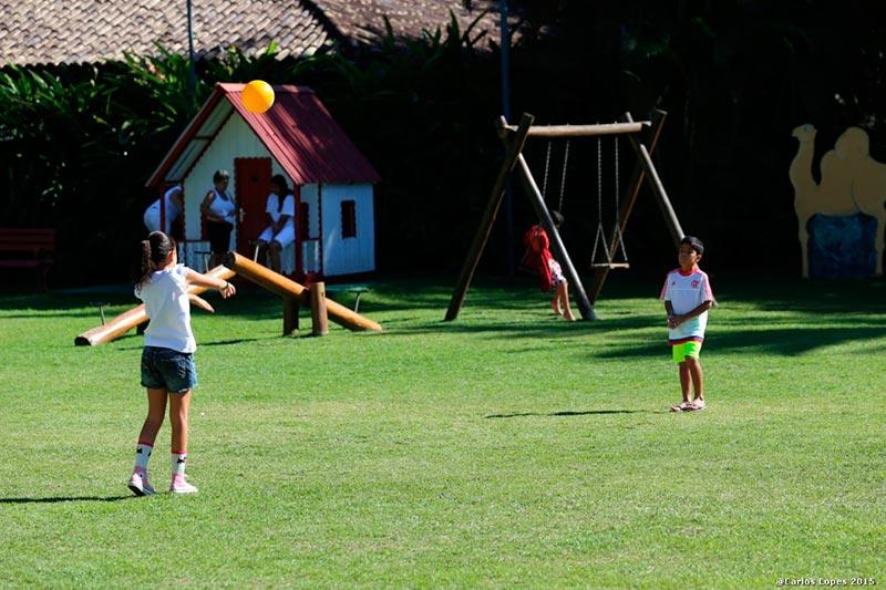 Esportes infantis em espaços reservados com monitoria