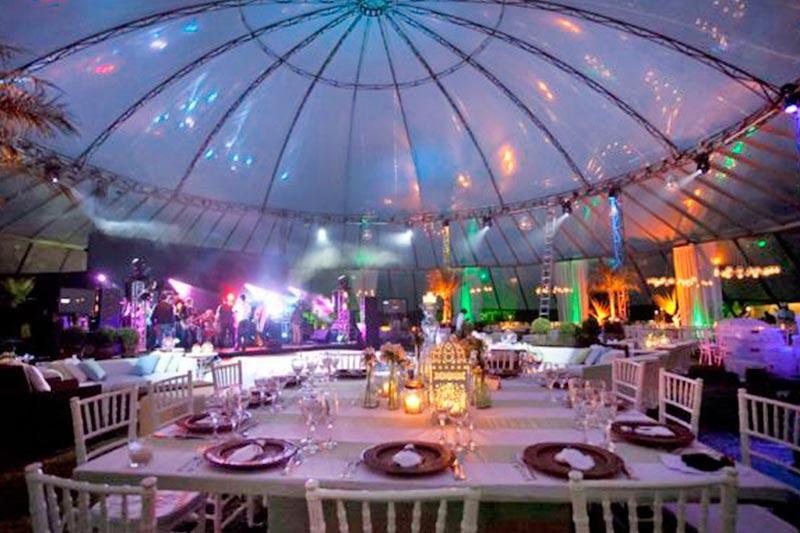 Festas nos salões cobertos tornando seu evento algo especial