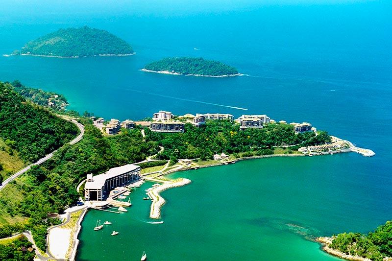 Vista aérea do resort Porto Real com detalhes nas ilhas próximas